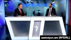 Арарат Мирзоян (справа) в студии Радио Азатутюн