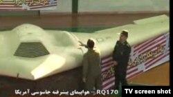 Иран го покажува запленетото американско беспилотно летало од типот RQ-170.