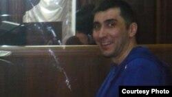 Гражданский активист Вадим Курамшин, обвиняемый в вымогательстве, в зале суда. Тараз, 2 мая 2012 года.
