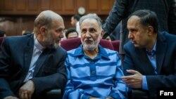 محمود علیزاده طباطبایی، نفر سمت چپ