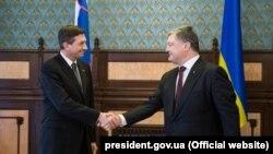 Президент України Петро Порошенко (п) і президент Республіки Словенія Борут Пахор, архівне фото, 2017 рік