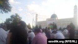 В день Рамазан-хайита многие дети не были допущены в мечети.