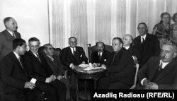 Məhəmməd Əmin Rəsulzadə Türkiyədəki azərbaycanlı mühacirlərlə, 1950-ci illər