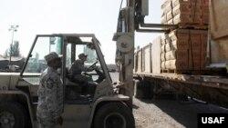 Kyrgyzstan/U.S. -- Humanitarian aid to Kyrgyz earthquake victims collected by U.S. Airbase at Manas airport in Bishkek personnel, Bishkek, 08Oct2008