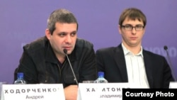 Владимир Харитонов и исполнительный директор Лиги безопасного Интернета Денис Давыдов.