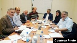 هفت عضو مشارکت که در دادگاه محکوم شدهاند (از راست): نعیمیپور، منصوری، صفایی فراهانی، جلاییپور، کاشفی، شکوریراد و خاتمی.