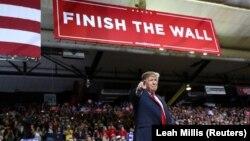 Намір Дональда Трампа оголосити надзвичайний стан у США розкритикували конгресмени, демократи і частина республіканців