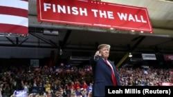 Дональд Трамп хоче зібрати майже шість мільярдів доларів на будівництво стіни на кордоні з Мексикою