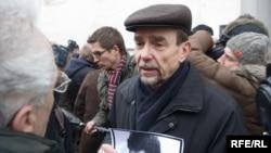Лев Пономарев на месте убийства адвоката Станислава Маркелова