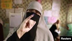 Дауыс беруге келген әйел. Каир, 23 мамыр 2012 жыл.