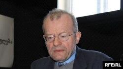 პიტერ დანკენი, ბრიტანელი მკვლევარი