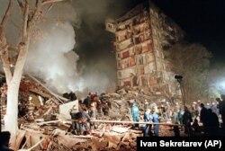 Спасательные работы на месте взрыва дома на улице Гурьянова в Москве 9 сентября 1999 года