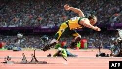 Оскар Пісторіус на старті забігу на 400 метрів під час Олімпіади в Лондоні