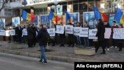 Protest organizat de socialiști împotriva NATO
