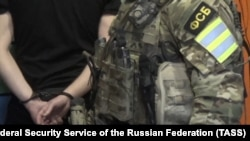 According to the FSB, its officers found weapons, ammunition, handmade explosives, and extremist literature in the detained suspects' possession. (file photo)