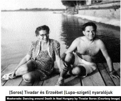 """Тивадар и Элизабет Сорос в их летнем доме, фото сделано вскоре после того, как их сыну Полу удалось бежать из Венгрии. Фото из книги Т.Сороса """"Маскарад. Игра в прятки со смертью в нацистской Венгрии"""""""