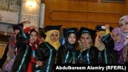 طالبات تخرجن في البصرة - 2012
