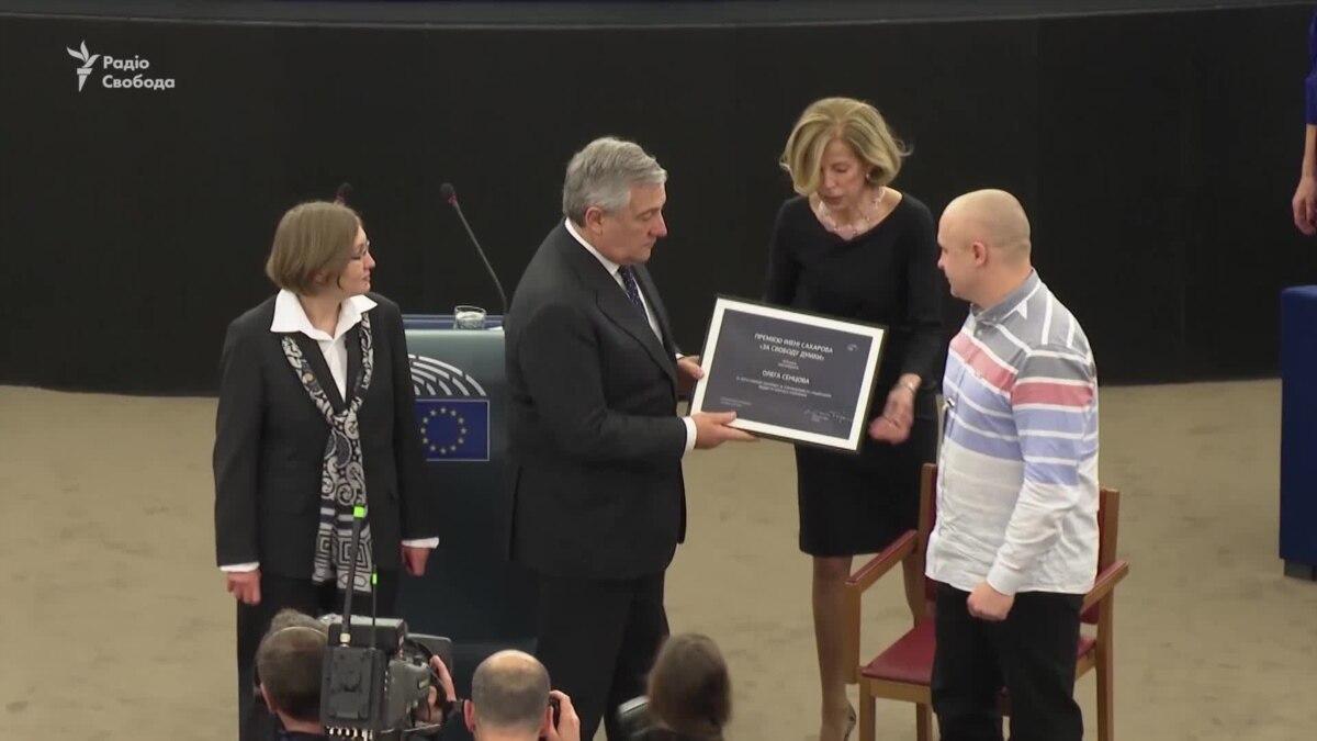 Премию Сахарова, присужденную Сенцову, вручили его сестре и адвокату – видео