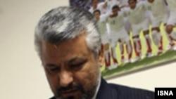 علی آبادی، رییس سازمان تربیت بدنی و معاون احمدی نژاد، مصر است که در انتخابات ریاست فدراسیون فوتبال هم شرکت کند.