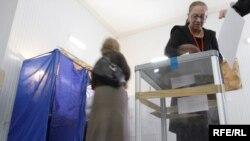 К наблюдению за выборами будет допущена любая местная организация, деятельность которой удовлетворяет единственному требованию – она должна быть зарегистрирована не менее чем за год до дня выборов