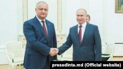Moldowanyň prezidenti Igor Dodon Kremlde rus prezidenti Wladimir Putin bilen duşuşýar.