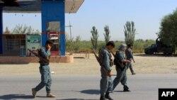 Силы безопасности Афганистана патрулируют после того, как отвоевали у талибов контроль над городом Имам Сахиб в провинции Кундуз, 21 августа 2016 года.