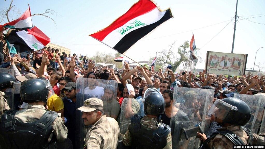 تظاهرات اعتراضی در بصره (عکس از آرشیو)