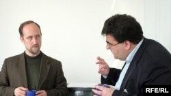 Бывший сподвижник Жириновского (справа) верит в «Справедливую Россию» и советует это делать другим