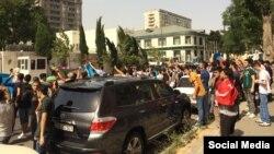 Перед посольством Китая в Баку прошел пикет