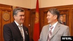 Салижан Шарипов жана Кыргызстандын премьер-министри Алмаз Атамбаев. 2007-жыл.