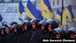 Policia speciale gjatë protestës në Kiev të Ukrainës