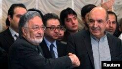 Кандидат в президенты Афганистана Залмай Расул (слева) и Каюм Карзай, брат президента Афганистана Хамида Карзая. Кабул, 6 марта 2014 года.