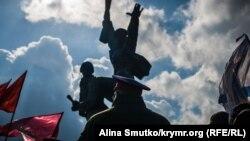 С портретом Путина: как прошел праздник «воссоединения» в Севастополе (фотогалерея)
