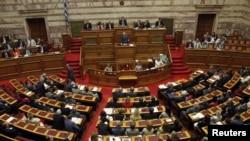 Grek parlamentinde çarşenbe güni geçirilen ses berişlikde, Afiny.