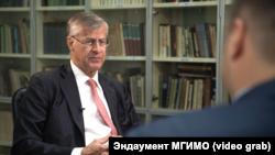 Шведський бізнесмен Фредерік Паулсен під час інтерв'ю з російським журналістом