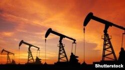 Організація країн-експортерів нафти (ОПЕК), Росія й інші виробники раніше погодилися скоротити видобуток палива на 1,8 мільйона барелів на добу в першій половині 2017 року, з можливістю продовжити скорочення ще на шість місяців