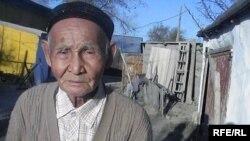 Ветеран Второй мировой войны Ахметбек Нурманов. Поселок Уил Актюбинской области. 21 октября 2009 года.