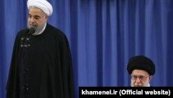 آقای روحانی نزد آیتالله خامنهای سخنرانی میکرد.