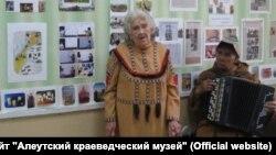 Віра Тимошенко померла на острові Беринга в селі Нікольське Алеутського району. Вона багато років займалася збереженням алеутської культури