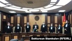 Конституциялык палата парламенттик кайра шайлоо мөөнөтүн өзгөртүү тууралуу мыйзамдын Конституцияга шайкештигин карады. 2-декабрь, 2020-жыл.