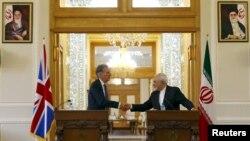ՄԵծ Բրիտանիայի արտգործնախարար Ֆիլիպ Համոնդը և Իրանի արտգործնախարար Մոհամմադ Ջավադ Զարիֆը Թեհրանում հանդիպման ժամանակ, 23-ը օգոստոսի, 2015թ․