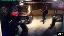 Стамбулдағы Reina клубына шабуыл жасалған сәт түсірілген видеондан скриншот. 1 қаңтар 2017 жыл.