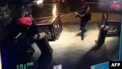 Момент стрельбы в ночном клубе в Стамбуле. 1 января 2017 года.