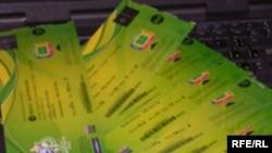 Вот такие кусочки зеленого картона принесли ботсванскому чиновнику доход в несколько сотен евро. И позор на всю жизнь