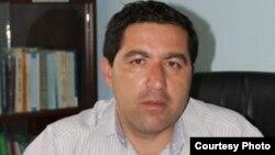 Тәжікстан билігі бірнеше айып тағып, 28 жыл түрме жазасына кескен адвокат Бузургмехр Еров.