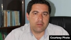 Бузургмехр Ёров был арестован в 2015 году и позже осужден на 28 лет тюрьмы. Он и его сторонники считают приговор политически мотивированным