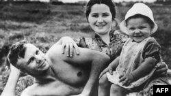Юрий Гагарин. Жизнь космонавта на Земле (фотогалерея)