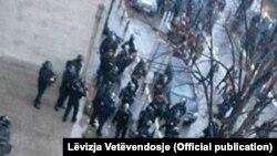 Policia te selia e Vetëvendosjes