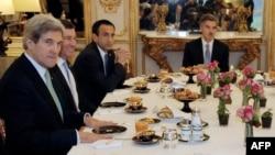 Госсекретарь Керри на завтраке в Елисейском дворце в Париже