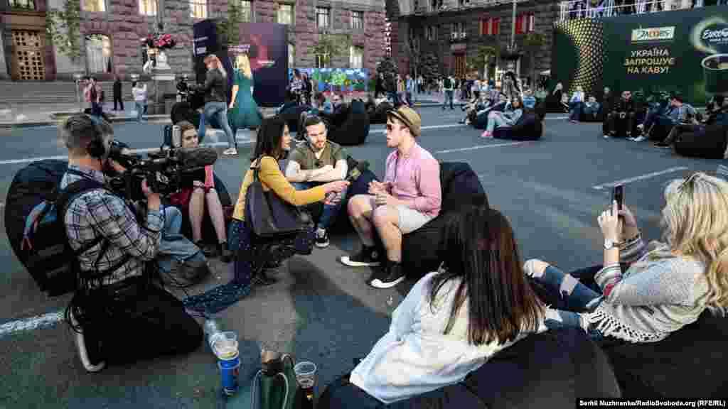 Журналісти Радіо Свобода спілкуються з іноземними фанами музики